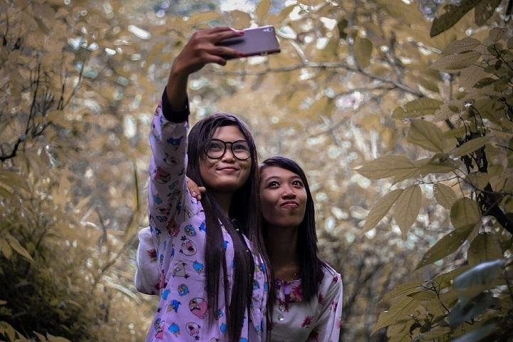 Selfie addiction in children: The danger it poses and what parents can do to help